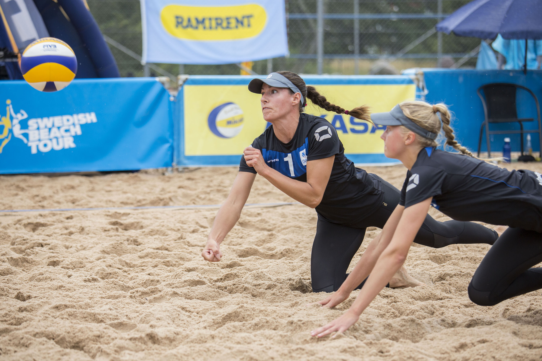 I dagens sista match mötte GBC-spelarna Sara Westerlund Maria Hedegärde  systrarna Tora Hansson Sara Abelin. Tora som vann tourstoppet senast i  Göteborg ... b7c359b9a752b